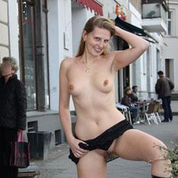 jennifer aniston naked touching her pussy