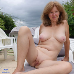 GILF Showing It All