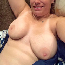 Loves Them Hanging - Nude Amateurs, Big Tits, Shaved
