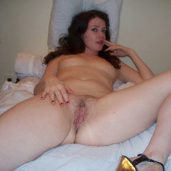 Emma Sexy Amateur Posing - Nude Girls, Brunette, Bush Or Hairy, Amateur, Legs Spread Wide Open