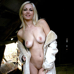 Winter Coat - Big Tits, Blonde, Outdoors, Shaved, Amateur