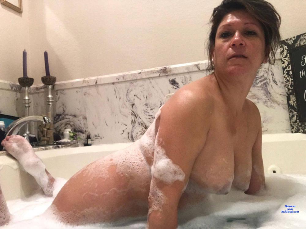 Pic #1Melissa's Bathroom Collection - Nude Girls, Big Tits, Brunette, Shaved, Close-ups, Amateur