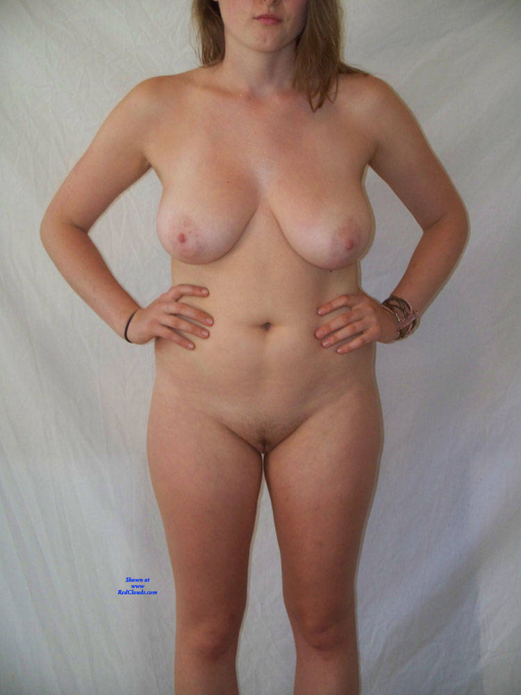 Pic #1Hot 21 yr old College Student Posing Nude - Nude Girls, Big Tits, Amateur