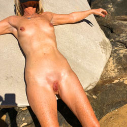 Pussy Clit Pump At The Beach - Nude Girls, Beach, Outdoors, Toys, Shaved, Amateur