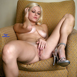 Chair Self-fuck - Nude Girls, Big Tits, Blonde, Shaved, Amateur, Legs Spread Wide Open
