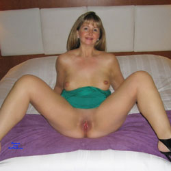 mature amateur naked and spreading