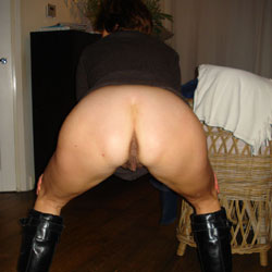 Melissa's Buttocks - Pantieless Girls, Mature, Amateur