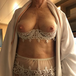 Kathy Is Back From Vacation - Big Tits, Mature, Bush Or Hairy, Close-ups, Amateur