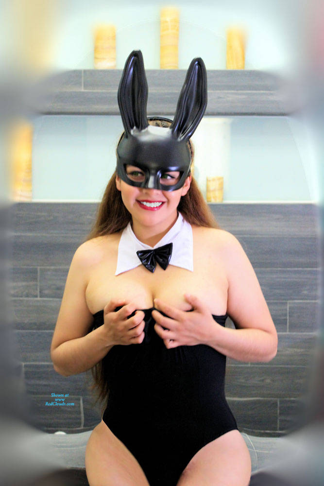 Pic #1A Naughty Bunny P2 - Amateur