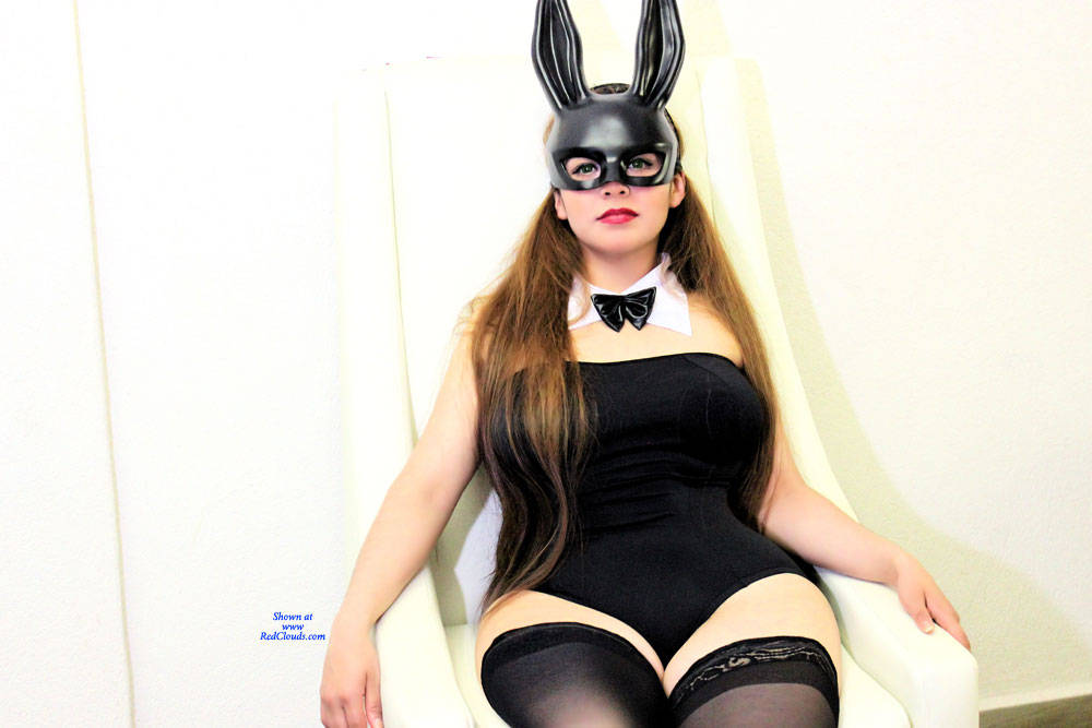 Pic #1A Naughty Bunny P3 - Amateur