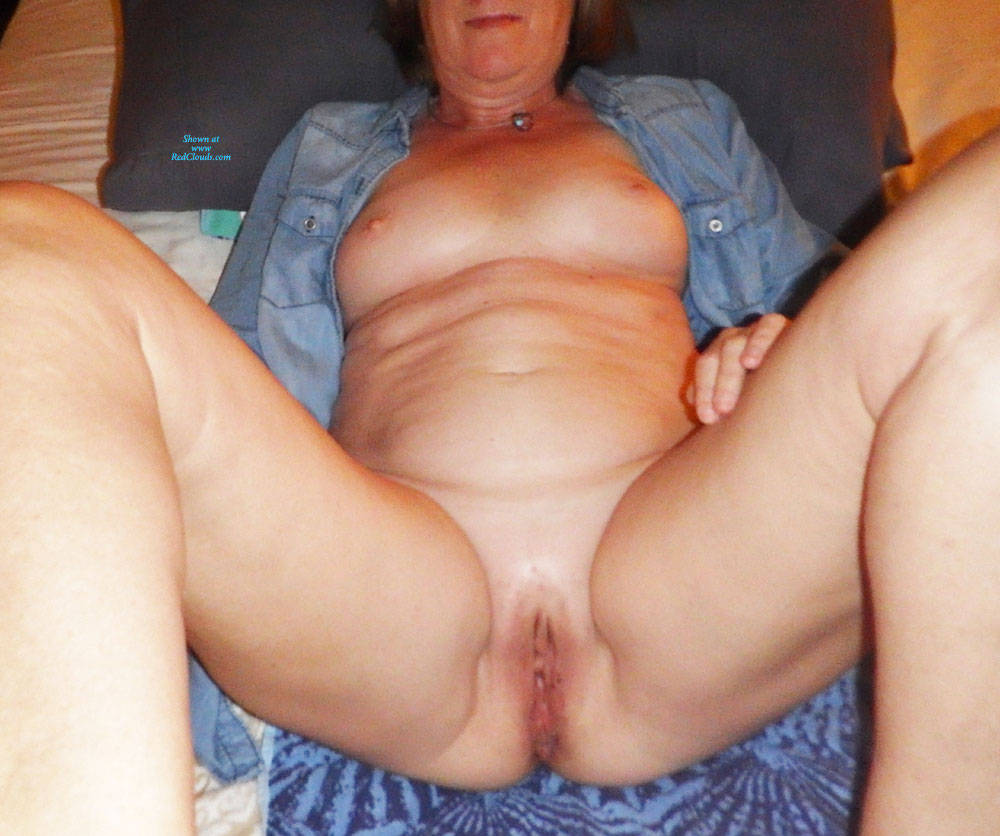 Pic #1Eva On Vacation 2 - Shaved, Amateur